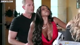 BRAZZERS – Diamond Jackson And Friend Fuck With The Bar Server
