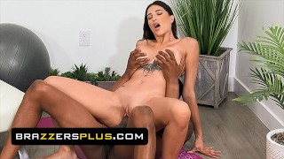 Brazzers – Azul Hermosa Prefers Fucking Than Doing Yoga With Her Trainer Isiah Maxwell