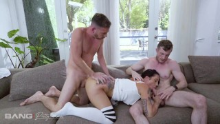 Pretty And Raw – PAWG Lilith Morningstar Takes On Two Cocks